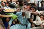 pakistan-flooding-food-handout_25080_600x450